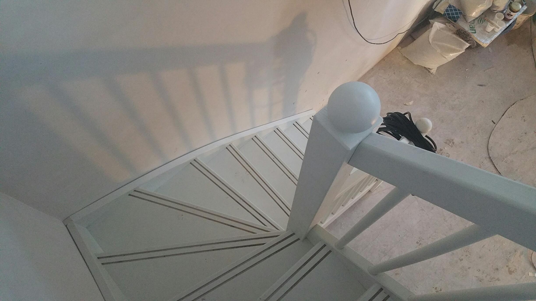 Vuren onderkwart trap geplaatst in Amsterdam